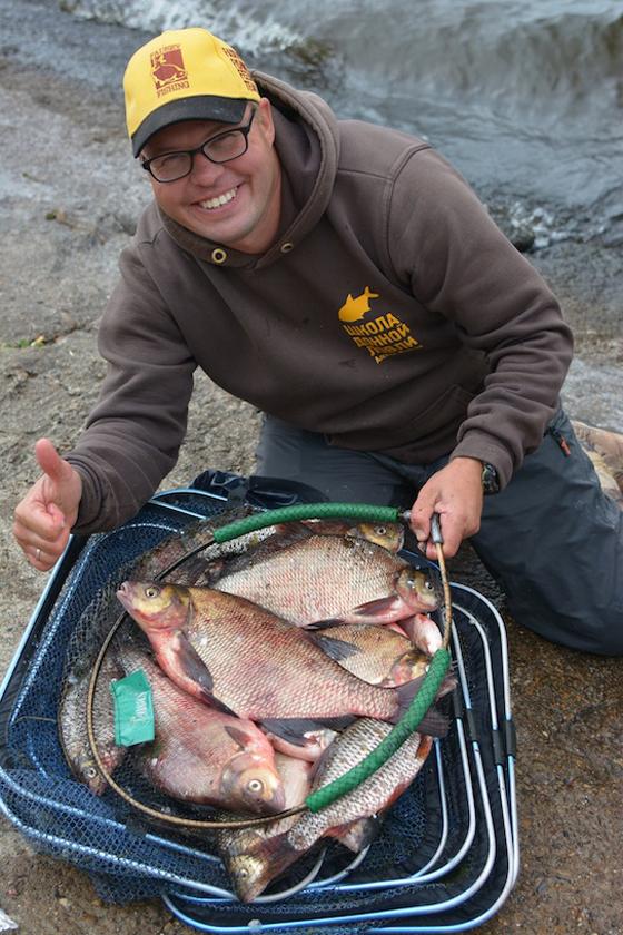 видео рыбалки начинающего на фидер